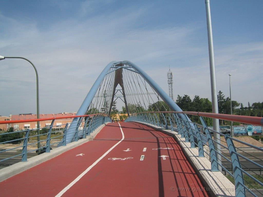 Puente que permite cruzar la A-2