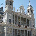 Entrada a la catedral de la Almudena