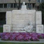 Monumento a Juan Varela