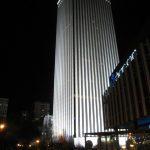 Torre Picasso de noche