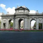 Puerta de Alcalá, vista frontal